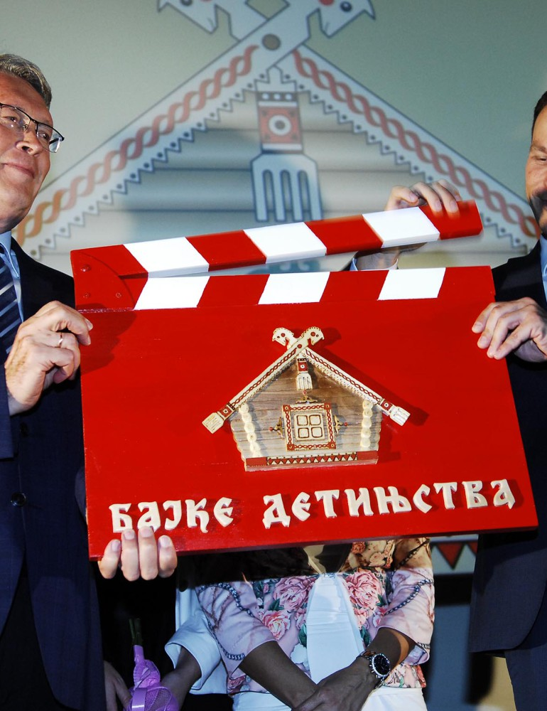 Русские космонавты поздравили сербских детей с открытием  «Сказок детства»