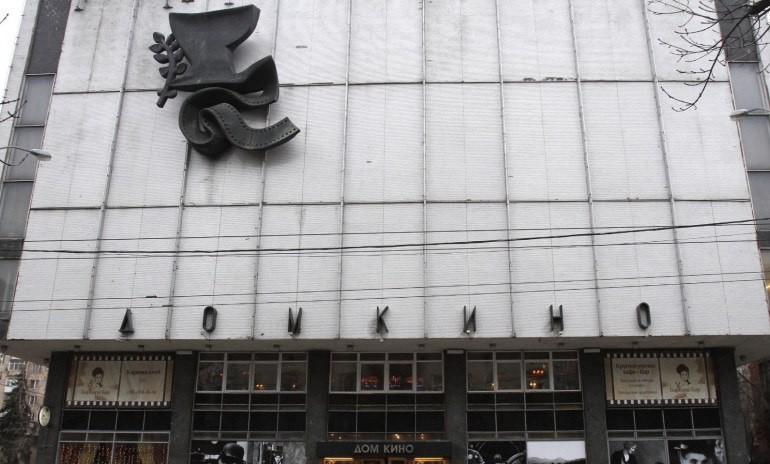 17 ноября  в Малом зале Дома кино   Ассоциация документального кино СК России  проводит показ документальных фильмов «История кино. Прибытие поезда»    режиссера Андрея Железнякова