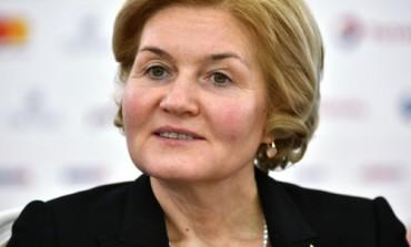 Вице-премьер правительства РФ Ольга Голодец поручила Минобрнауки РФ оснастить все школы оборудованием для просмотра фильмов