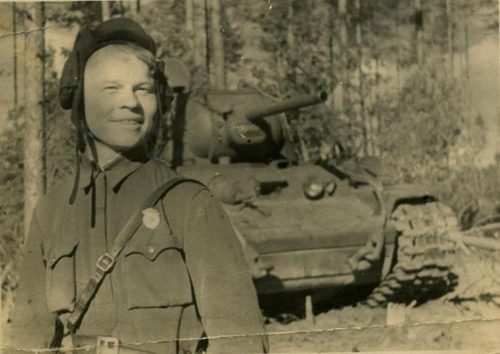 Поэзия и война. В библиотеке Сургута состоится просмотр документального фильма и обсуждение творчества поэта-танкиста Сергея Орлова.